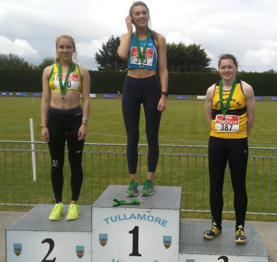 Emily Rogers (in the centre) at Leinster Senior Championships (Tullamore, June 2017)